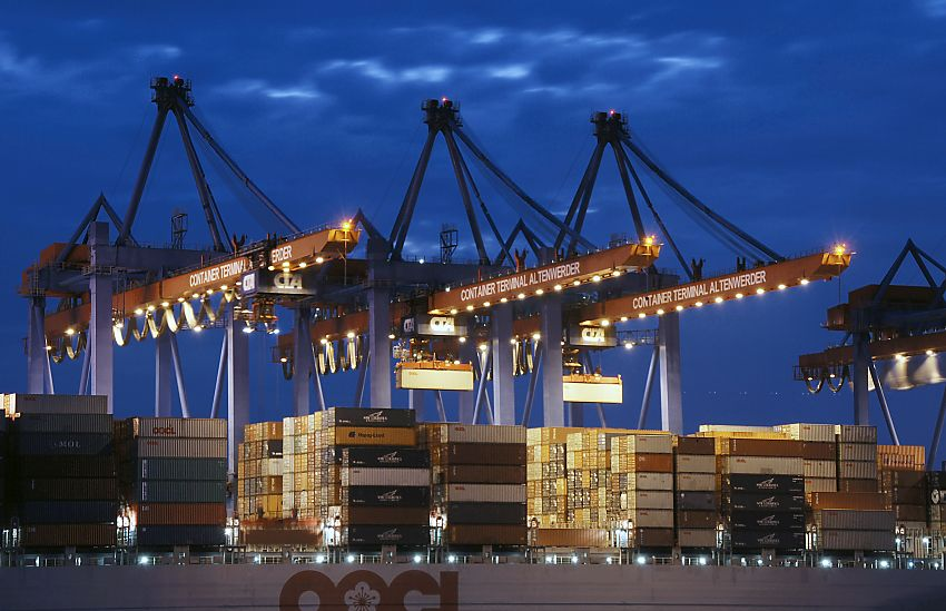 nachtaufnahme hafen hamburg foto terminal altenwerder bild nachts containerhafen. Black Bedroom Furniture Sets. Home Design Ideas