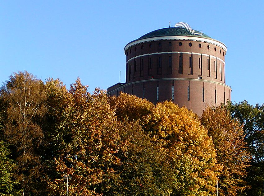 bilder vom hamburger herbst planetarium stadtpark von hamburg winterhude mit blauem himmel und. Black Bedroom Furniture Sets. Home Design Ideas